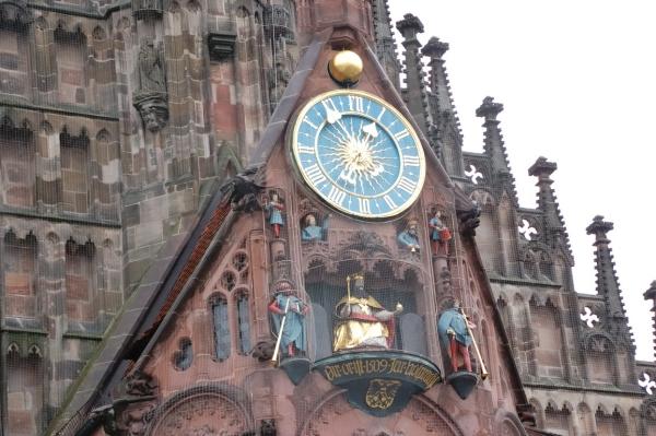 中央広場フラウエン教会-仕掛け時計