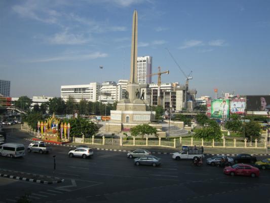 戦勝記念塔広場